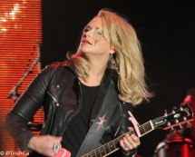 Miranda Lambert Plays Boots and Hearts 2013 [credit: Trish Cassling]