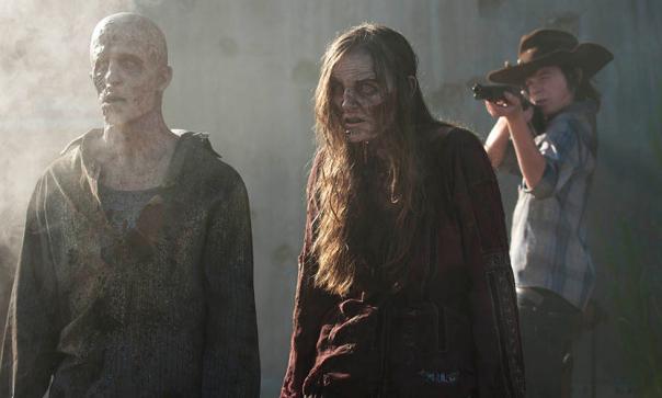 Carl Shooting Walkers, The Walking Dead Season 4